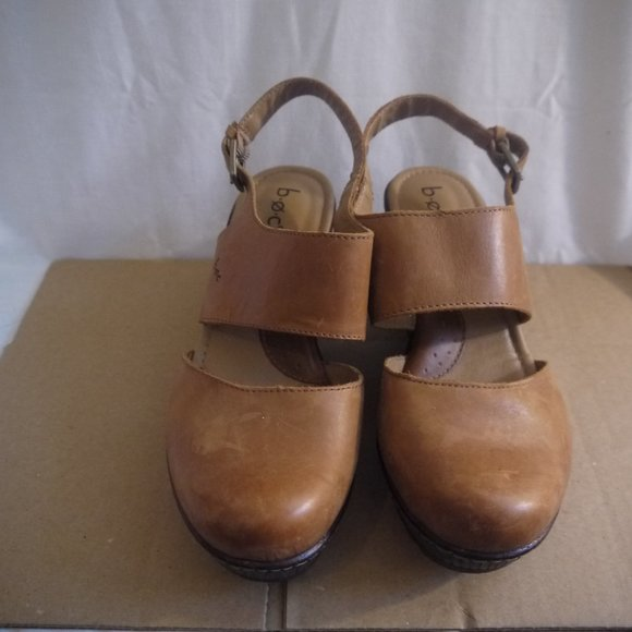 Women's B.O.C. tan leather wedges size 9M